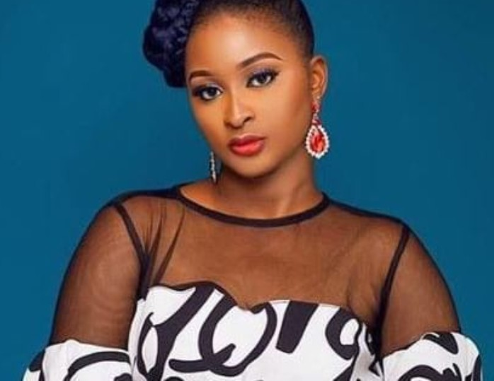 """""""Give me a Quran and I will mess it up in two seconds"""" – Etinosa replies fans who dared her to smoke on a Quran"""
